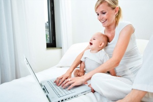 mom-with-baby-shopping-online