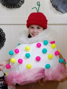 CI-ManviDrona-Ice-cream-cone-Halloween-costume_h.jpg.rend.hgtvcom.1280.1707